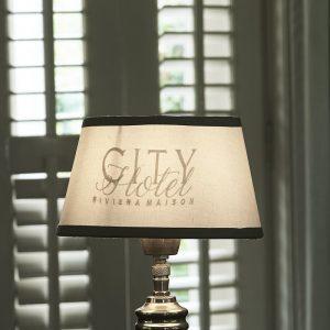 Riviera Maison City Hotel Lampshade – Lampenkap – 15×20 – wit/Grijs – Katoen